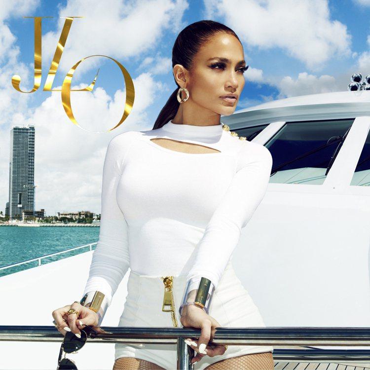 珍妮佛洛佩茲穿上由J.W. Anderson為Versace所設計的2013/1...