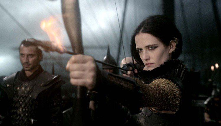 2013年的《300壯士:帝國崛起》中的女將軍一角,雖然造型不時流露陽剛味,但眼...