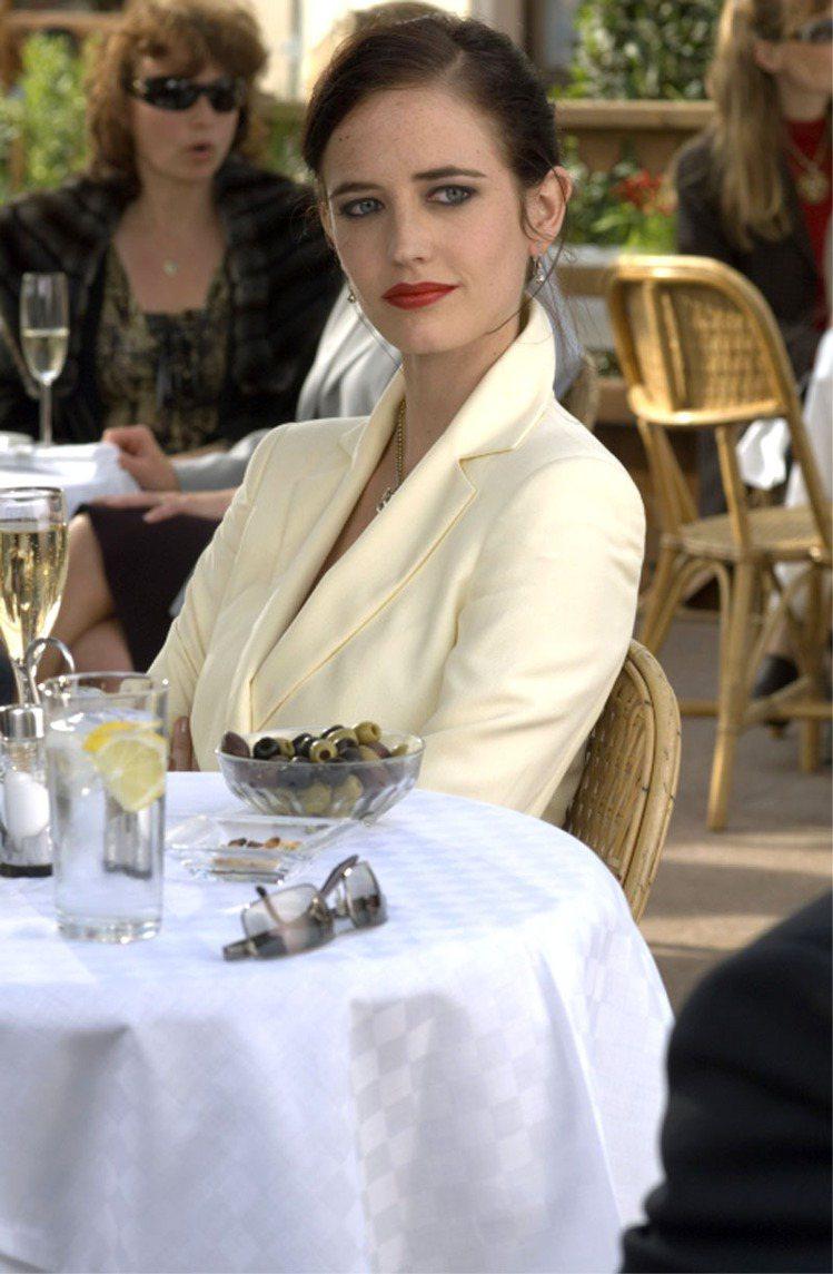 《007首部曲:皇家夜總會》除了向全球介紹新版龐德丹尼爾克雷格之外,也讓大家認識...