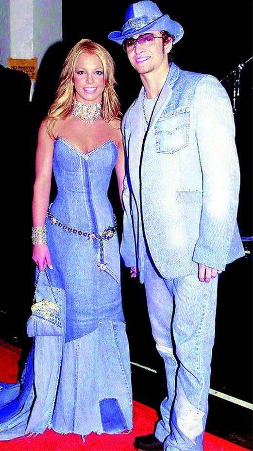 賈斯汀和布蘭妮這對戀人於2001年出席全美音樂獎的牛仔情侶裝造型。圖/路透