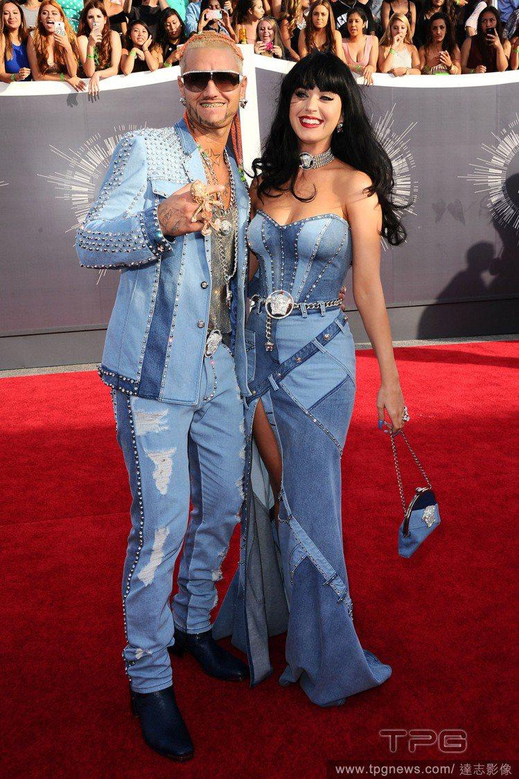 凱蒂佩芮復古玩上癮!近日出席 MTV 音樂錄影帶大獎,她與饒舌歌手 Riff R...