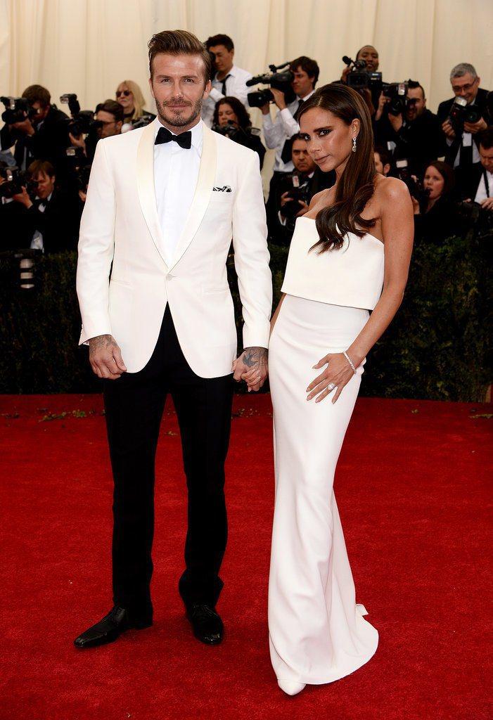貝克漢夫婦於2014大都會慈善晚宴的情侶造型。圖/擷取自onsugar.com