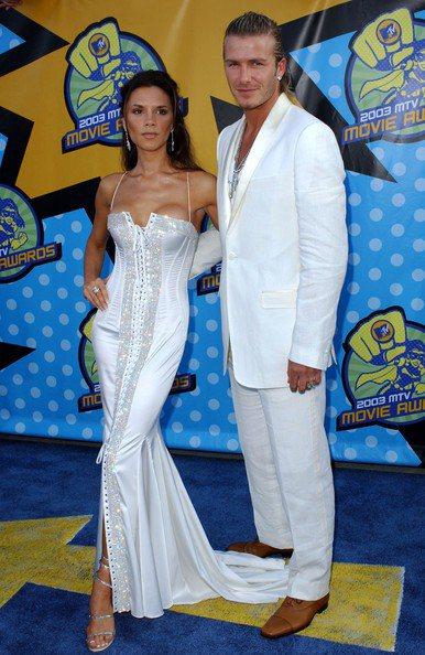 貝克漢夫婦於2003年穿情侶裝出席MTV電影大獎。圖/擷取自zimbio.com