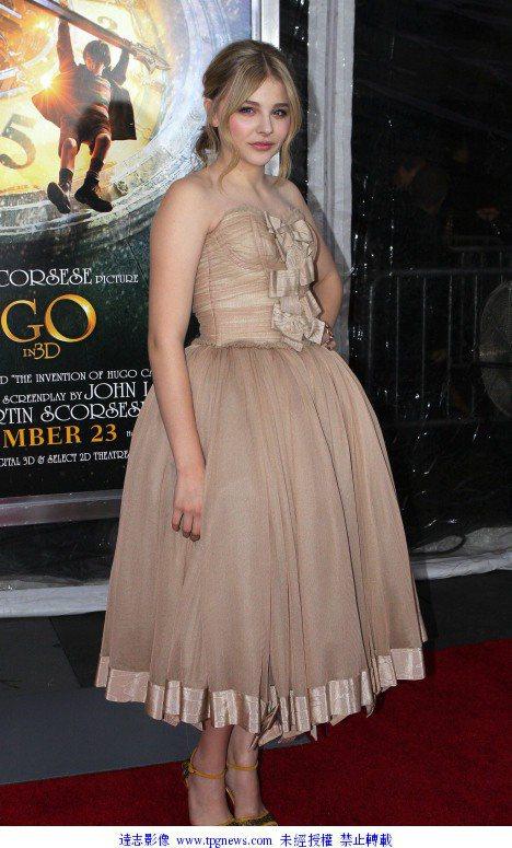 穿上蓬裙的克蘿伊摩蕾茲,儼然就像個小公主。圖/達志影像