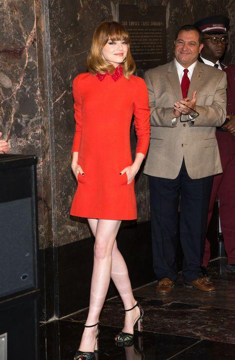 艾瑪史東很愛VALENTINO服裝。圖/擷取自glamour.com