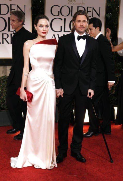 Atelier Versace 可說是裘莉最愛訂製品牌,在各大頒獎典禮都能見到她...