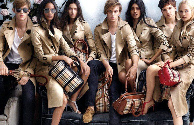 2014春夏,BURBERRY形象廣告找來七位模特兒、藝人入鏡,展示風衣的隨性休...