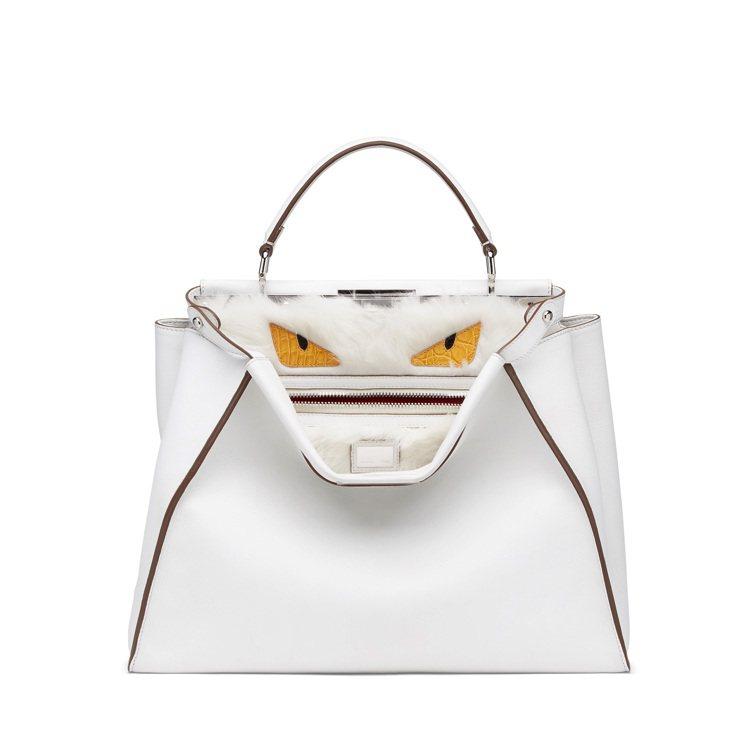 FENDI熱門包款 Peekaboo 包,藏著驚喜和趣味,192,000元。圖/...