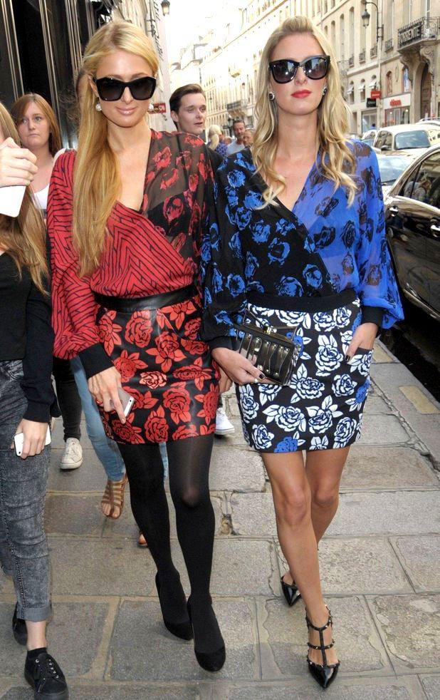 希爾頓姊妹最近熱愛「假雙胞胎 」穿搭術。圖/擷自reveal.co.uk