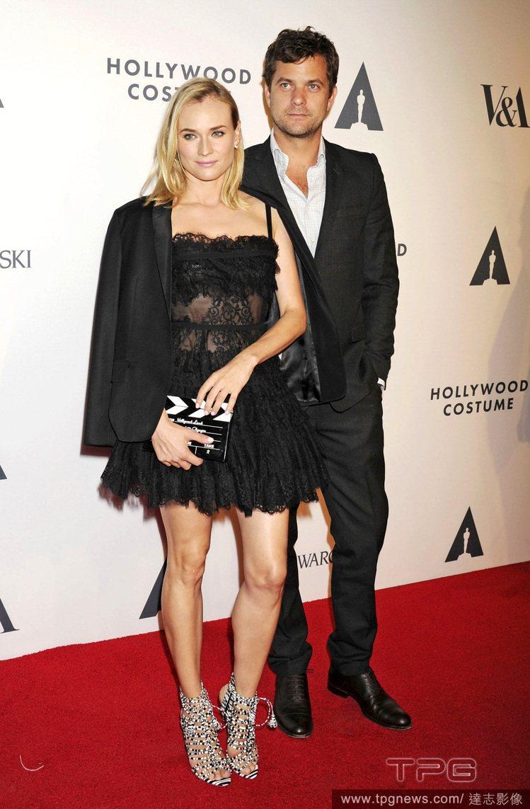 黛安克魯格近日在美國電影藝術科學院舉辦的派對上,身穿 Elie Saab 黑色蕾...