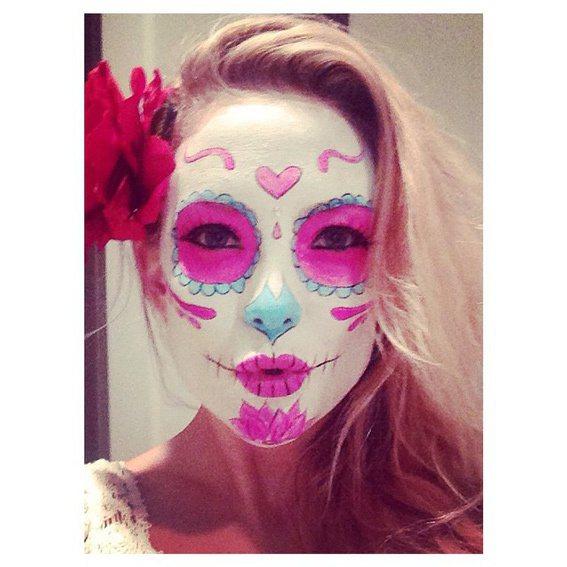 凱特哈德森的萬聖節裝扮,是可愛的粉紅骷髏頭。圖/摘自instagram