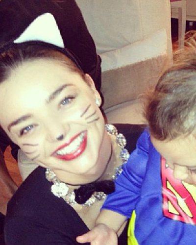 名模米蘭達(Miranda Kerr)和她的寶貝Flynn萬聖節裝扮。圖/摘自i...