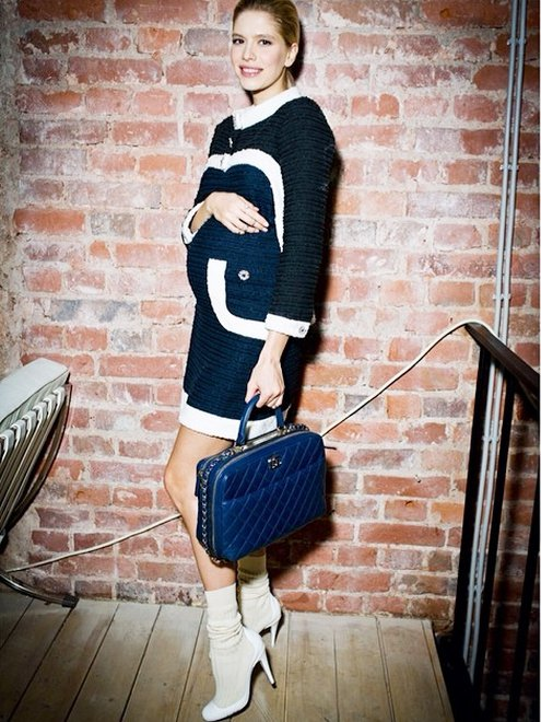 Elena Perminova擅長利用鮮豔色塊與特殊剪裁混搭亮眼又優雅的造型,色...