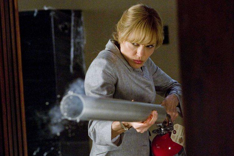 2009年的《特務間諜》,裘莉嘗試了有瀏海的金髮,不管是綁成辮子或是自然放下,都...