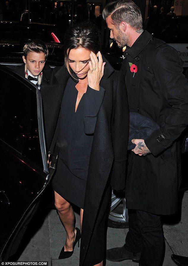 貝克漢夫婦出席兒子羅密歐(左)的Burberry廣告首映會。圖/擷自 www....