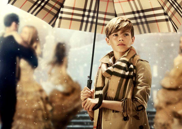 羅密歐貝克漢最新Burberry廣告影片出爐,這回他可不是小配角,而是擔綱長達4...