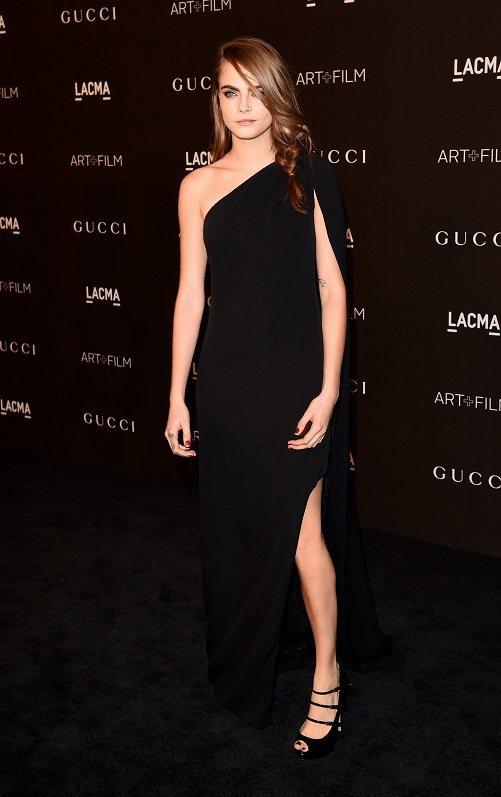 超模 卡拉 (Cara Delevingne) 穿著 Gucci Premièr...