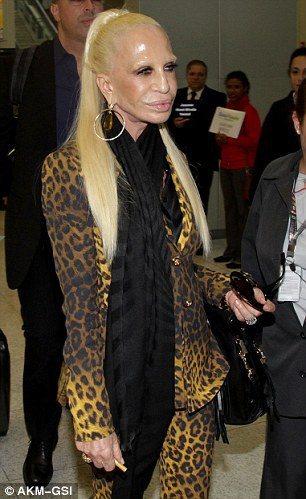 Donatella Versace 近日現身時,容貌看似經過整型而徹底改變,從頭...