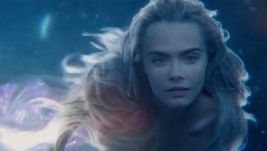 搞怪超模卡拉迪樂芬妮在新版《彼得潘》中的人魚扮相,令許多網友驚艷。圖/擷自tel...