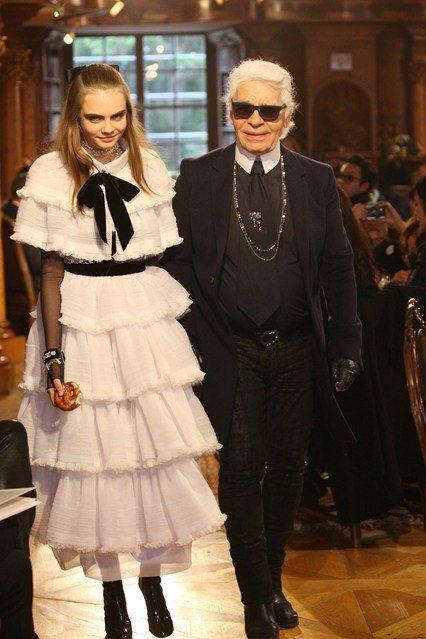 CHANEL Métiers d'Art 服裝秀日前在奧地利薩爾茨堡舉行,卡拉迪...