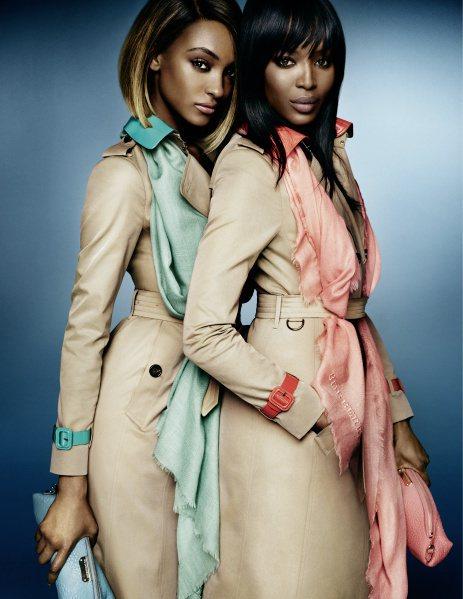 「黑美人」姊妹花娜歐蜜坎培爾和Jourdan Dunn首度合作代言廣告。圖/Bu...