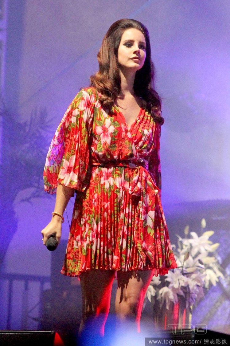 由有原聲帶歌姬之稱的歌手 Lana Del Rey 所演唱的主題曲「大眼睛」,...