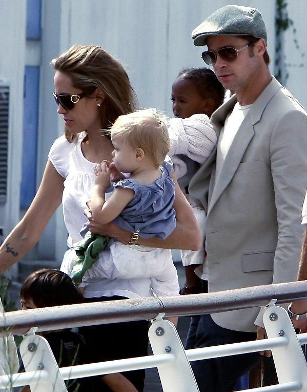 2006年5月,布裘生下了他們第一個孩子 Shiloh。對布萊德彼特來說,這個他...