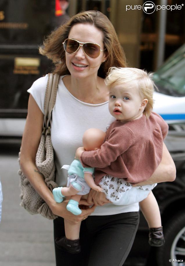 Shiloh遺傳自父母的金髮藍眼,像個可愛的洋娃娃。圖/擷自celebrityb...