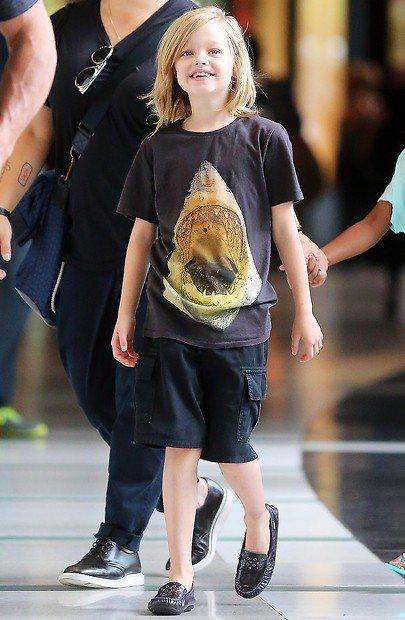 Shiloh喜歡穿得和家裡其他兄弟們一樣。圖/擷自momgelina