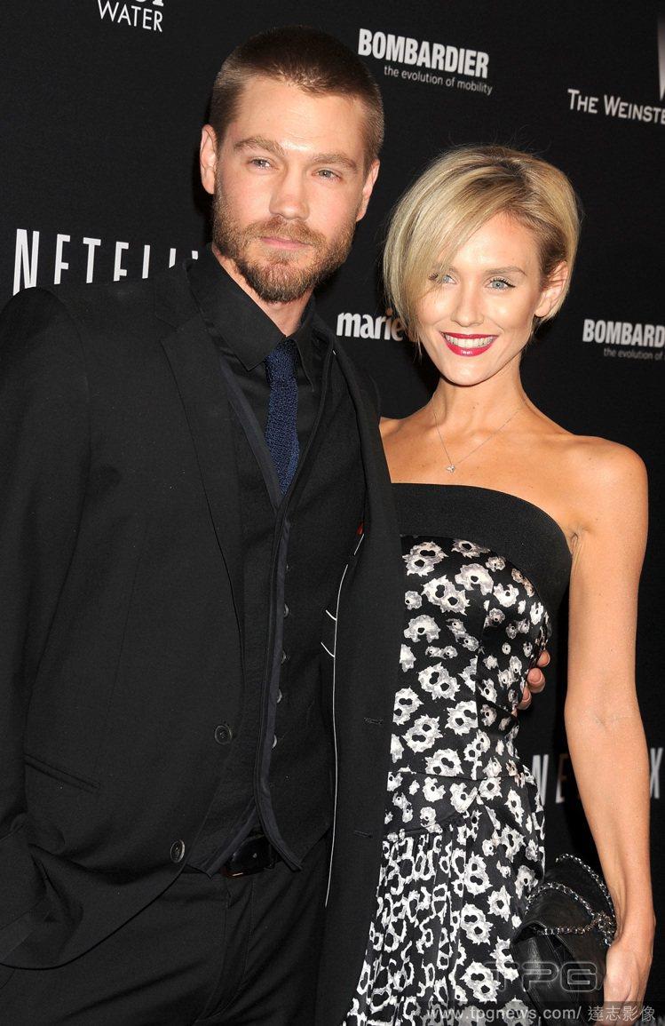 查德麥可莫瑞之前與澳洲名模女星 Nicky Whelan 交往,不過也在短短六個...