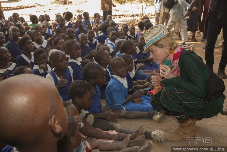 瑪丹娜長期投身公益活動,也出錢為落後地區建學校。圖/達志影像