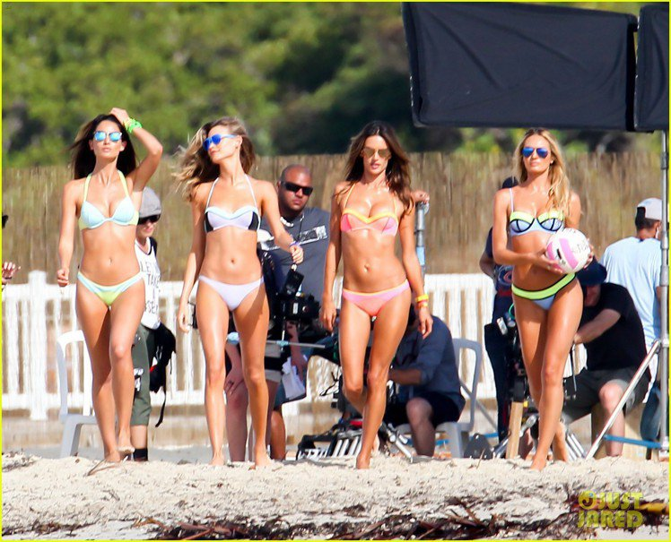 Behati Prinsloo、Lily Aldridge、Alessandra...