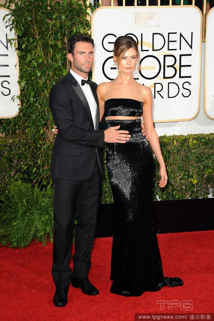 亞當李維與 Behati Prinsloo 日前出席 2015 金球獎頒獎典禮。...