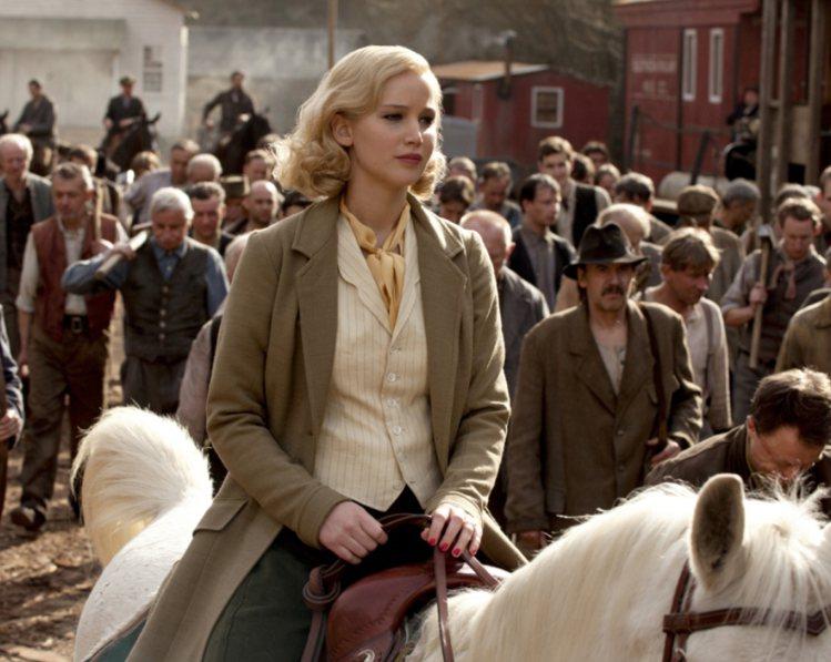 珍妮佛勞倫斯《瞞天殺機》裡扮演性感美麗的壞女人。圖/甲上提供
