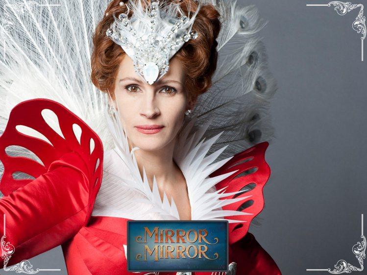 茱莉亞羅勃茲《魔鏡,魔鏡》飾演白雪公主的後母。圖/擷自fanpop.com