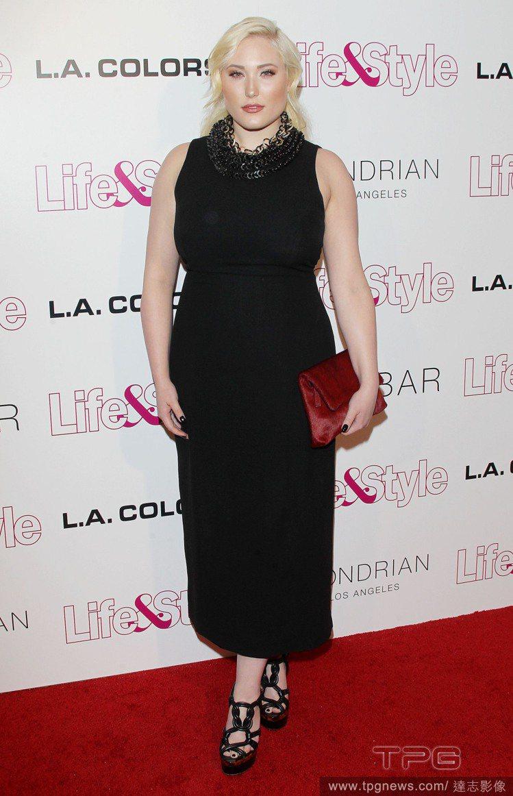 Hayley Hasselhoff 對自己的身材感到自信。圖/達志影像
