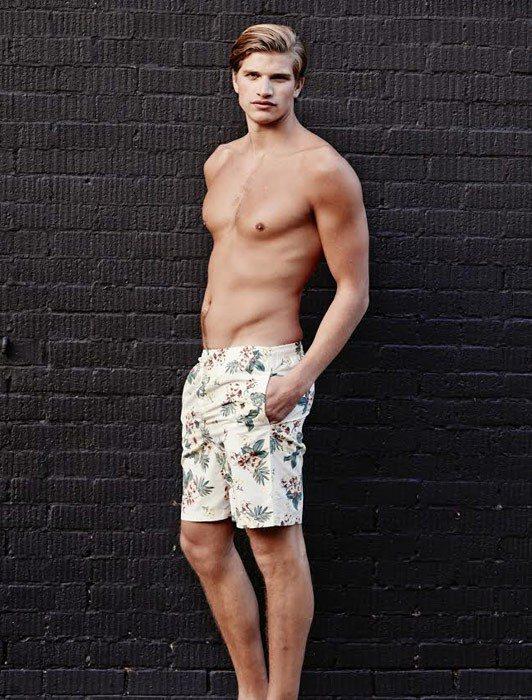 Toby Huntington-Whiteley 在男性零售商品牌 Jacamo...