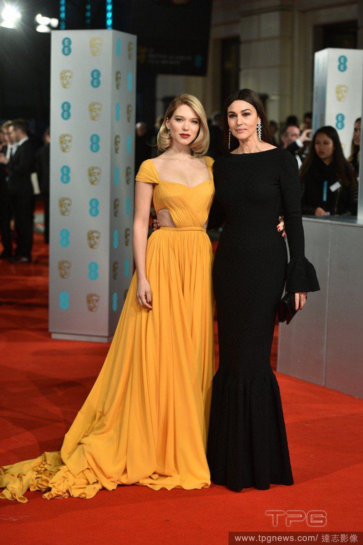 法國版的《美女與野獸》女主角 Léa Seydoux(左)用一席黃色 PRADA...