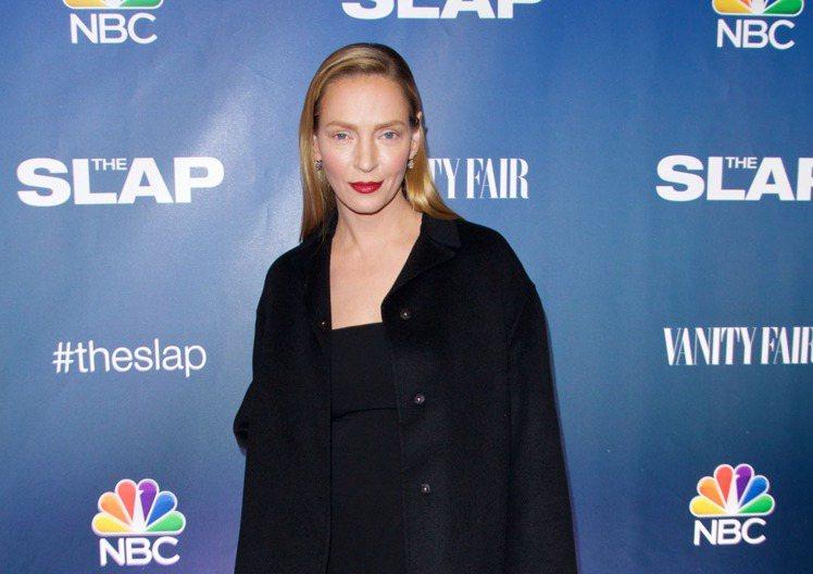 好萊塢女星鄔瑪舒曼近日出席活動時,一張表情僵硬的臉讓人差點認不出她來。圖/達志影...