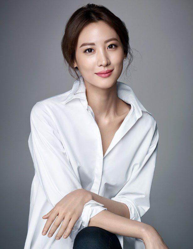 BOBBI BROWN與韓國女星金秀賢合作,成為品牌首位亞洲代言人。圖/DARP...
