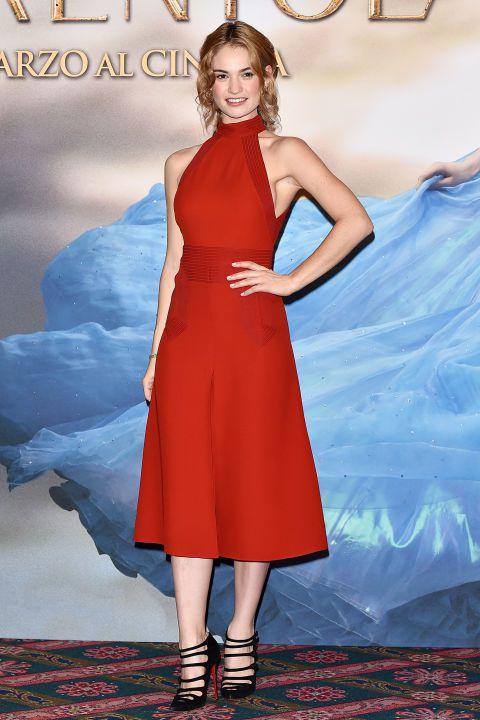 Lily James穿GUCCI洋裝出席米蘭記者會。圖/達志影像