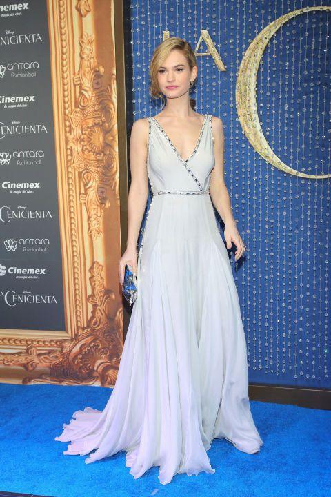 Lily James穿PRADA禮服出席莫斯科首映。圖/達志影像