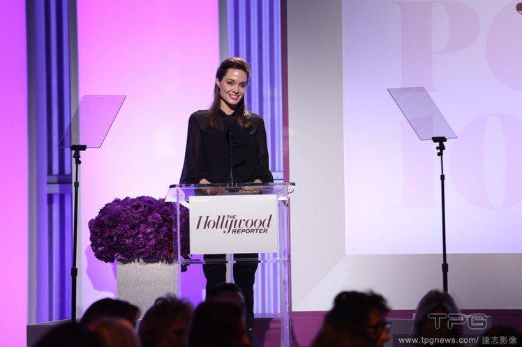 日前才在娛樂圈百大權力女性宴會中演講的裘莉。圖/達志影像