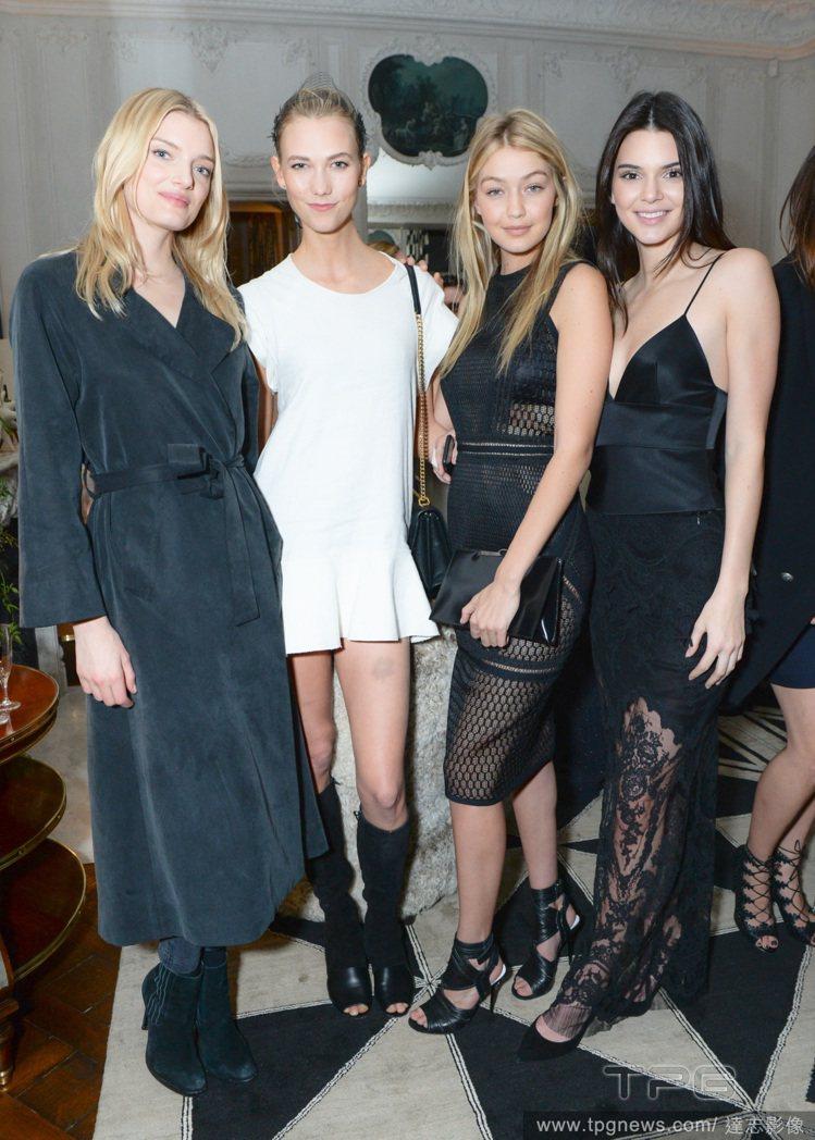 Gigi Hadid(右二)、坎達爾珍娜(右)與 Karlie Kloss(左二...