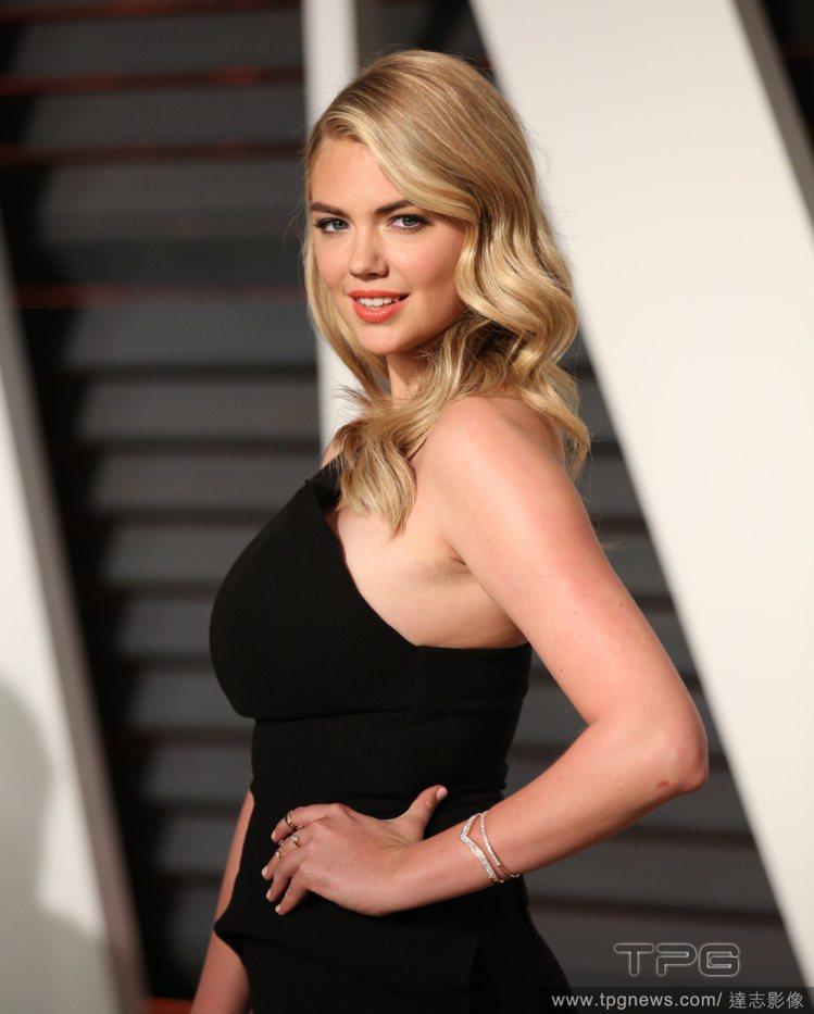 度過豔照外流風波,擁有33D傲人上圍的女模凱特阿普頓近日登上美麗佳人雜誌封面,談...