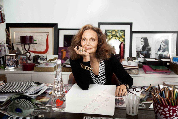 Diane von Furstenberg貫徹其品牌年輕活力和樂觀的生活態度。圖...