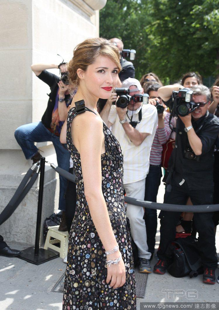 也因為具備高度的時尚敏睿度,蘿絲拜恩向來是很多時尚活動邀請的常客。圖/達志影像