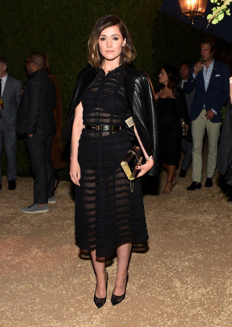 也因為具備高度的時尚敏睿度,蘿絲拜恩向來是很多時尚活動邀請的常客。圖/BURBE...