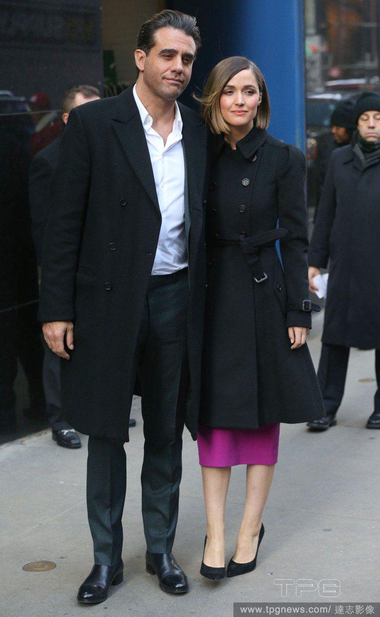 蘿絲拜恩和男友巴比康納維爾。圖/達志影像