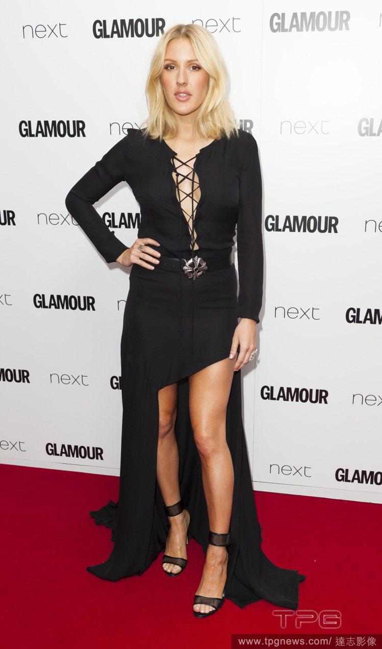 英國歌手艾麗高登的 Barbara Bui 禮服,包括長袖與綁帶 V 領設計,不...